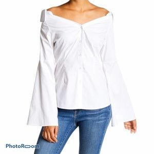 NWT Romeo + Juliet  off shoulder blouse size Small